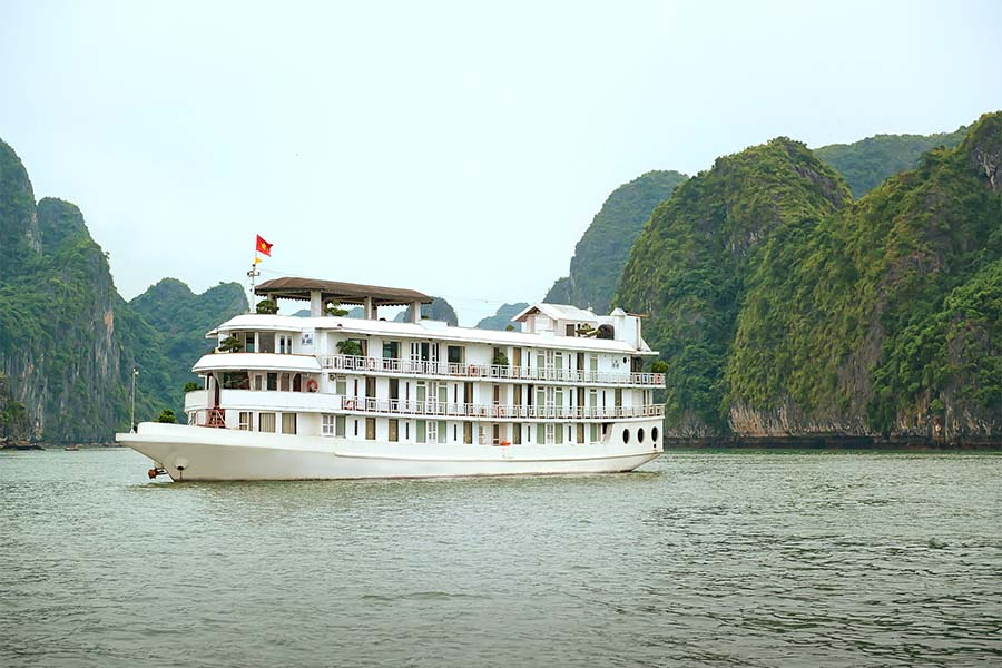 la vela classic cruise halong bay