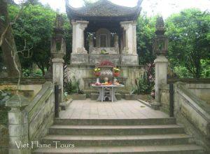 Ngo Quyen Temple, viet flame tours
