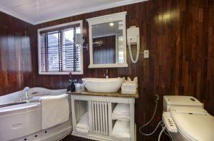 sinature halong cruise- cabin